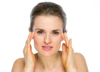 La zona del contorno de ojos es especial y debes tratarla de manera específica. Descubre qué cremas utilizar y verás como cambia tu mirada. Lo notarás #crema #cosmeticos