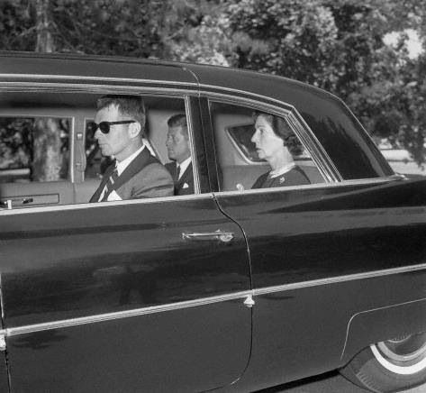 1963. 10 Août. Bobby, Jfk and Janet. To the cemetery