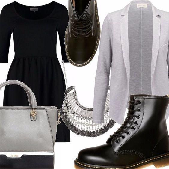 Vestito nero con scollo tondo maniche a 3/4 e gonna a palloncino, blazer grigio in tessuto leggero, stivaletti allacciati con suola in gomma in pelle nera, borsa con manici corti grigia con profili a contrasto, collana in metallo grigia