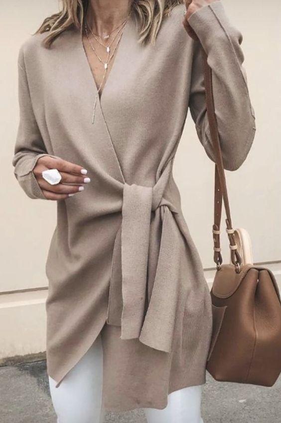 Liebe diese Verpackung | Beige Weste über witte broek #fashion #outfit #ideas #outfitidea ...  #beige #broek #diese #liebe #verpackung #weste #witte