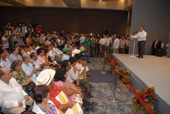 El mandatario estatal reafirmó que el campo veracruzano es la solución a todos los problemas de Veracruz, y la entrega de estos títulos es un paso hacia el desarrollo y prosperidad de todos.