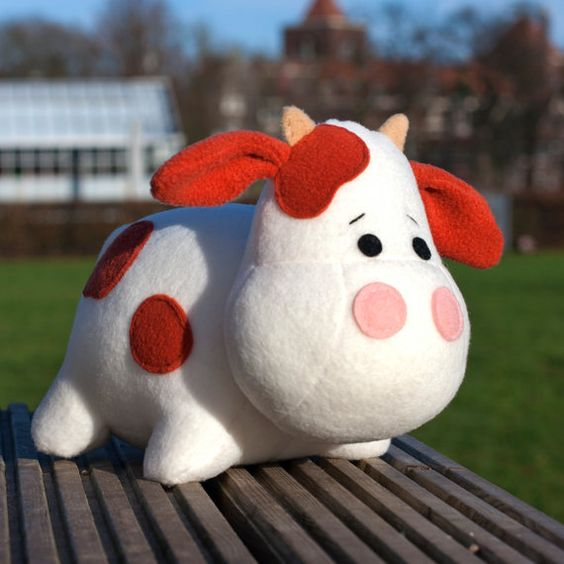 Make your own stuffed cow! This adorable plush cow toy will be 10 inch long when it is created.  Stuffed animal pattern