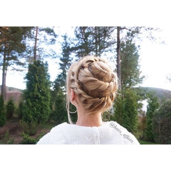The snail?;) Perhaps the spiral updo sounds better;) This style is perfectly suited for medium length hair. #aniasbraids #ropebraid IG: @hairs_affairs