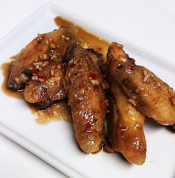 Alitas Momofuku. Una receta inspirada por David Chang, un genio de la cocina con estrellas Michelin.
