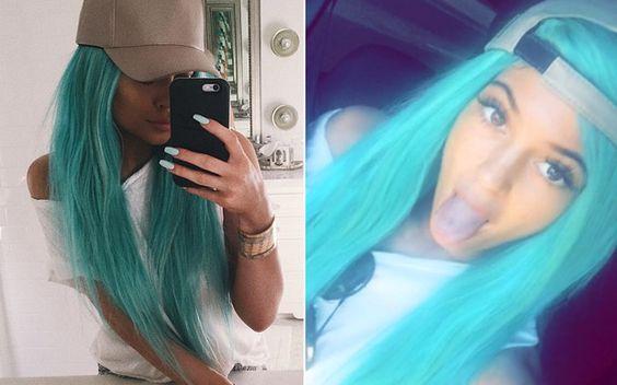 Kylie Jenner está com o cabelo azul de novo!