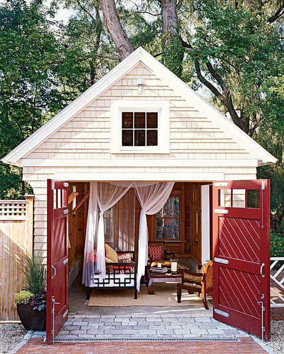 A little backyard escape, looks very relaxing