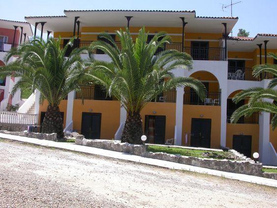 Görögországi nyaralás! Kassandra Bay Village * Kriopigi városában található a hegyek és a tenger között, nyugodt környezetben. Mindenkinek ajánljuk, aki nem oda akar utazni, ahová mindenki szokott :)  Részletek: http://www.kereso.elfida.hu/foglalas/gorogorszag-kassandra-kriopigi/kassandra-bay-village/kassandra-bay-village/repulo/felpanzio/59404985?agency_id=41  #Görögország #utazás #nyár #nyár2014 #nyaralás