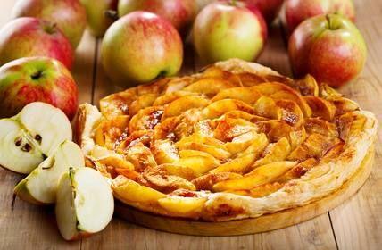 La tarte aux pommes du dimanche ! J'adore ! => http://ow.ly/JvFIu   Un classique indémodable !