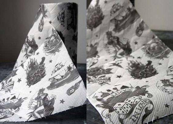 Toalha de papel tatuada