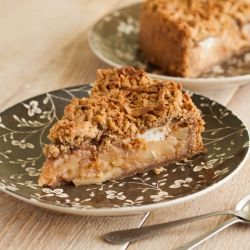 Apple pie with meringue and walnuts in the crust