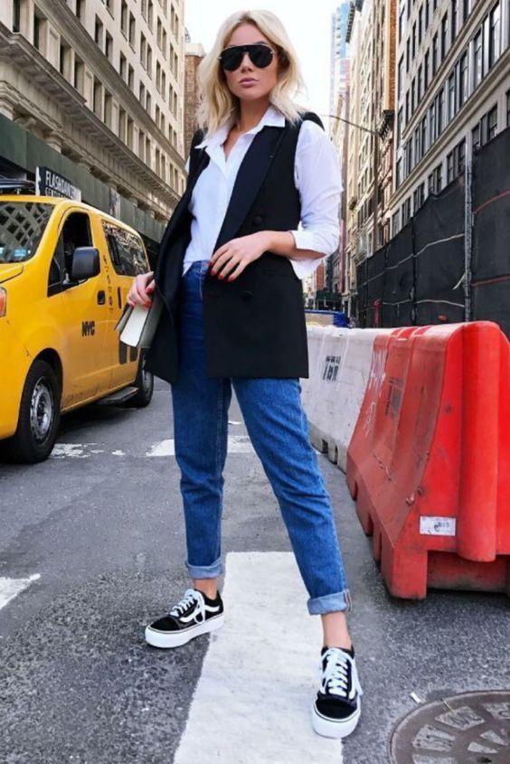 Look calça jeans com sobreposição moderno