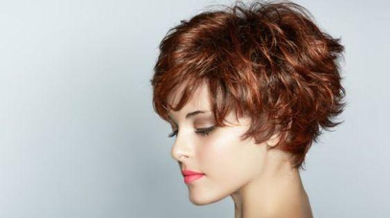 Corte de cabelo curto, repicado e desfiado