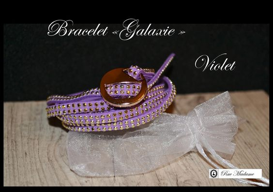 Bracelet en imitation daim avec fermoir simple.