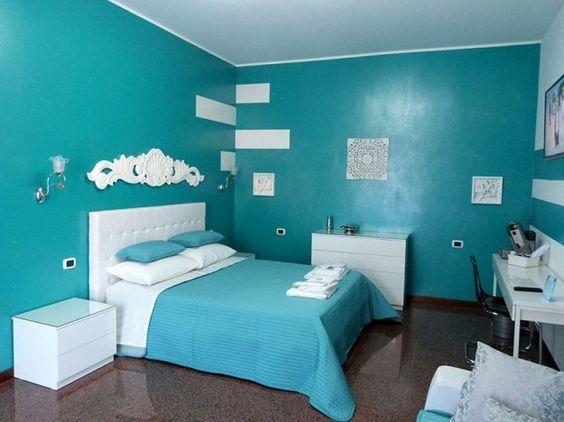 Camera turchese - Pareti azzurre.