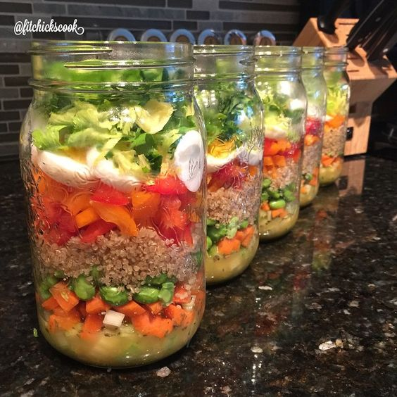 This week's lunch is an Orange Ginger Quinoa Salad that's dressed with an oil free homemade dressing. They say you eat with you eyes before your stomach so I love making my food beautiful. There's something about the layering in a jar that's so pretty ☺️. Refer to recipe for details of the salad below