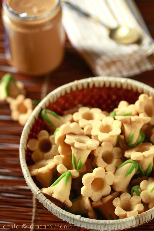 Biskut Bunga Seroja Masam Manis Resep Makanan Makanan Resep