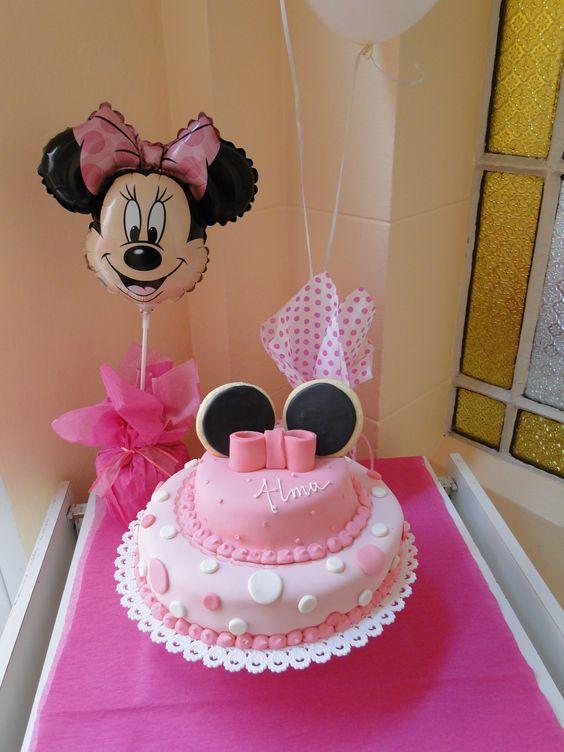 Un cumple de minnie muy rosa para una princesa de dos - Decoracion con pompones ...
