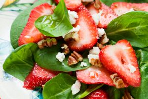 Spinach Salad with Walnuts and Strawberries
