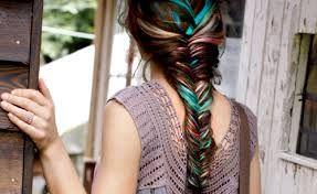 Resultado de imagem para cabelos arco iris escondido
