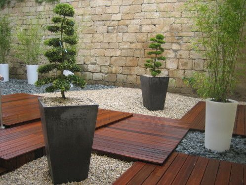 Cr ation et am nagement du patio avec terrasse bois et for Creation jardin zen