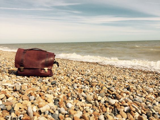 Beautiful beached satchel in vintage brown!: