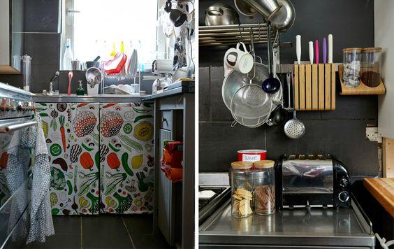 Tende in tessuto al posto delle ante e accessori a parete per guadagnare spazio - IKEA