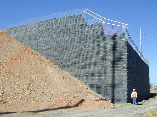 Mur de soutènement en béton / en terre-armée / préfabriqué - TERRATREL®…