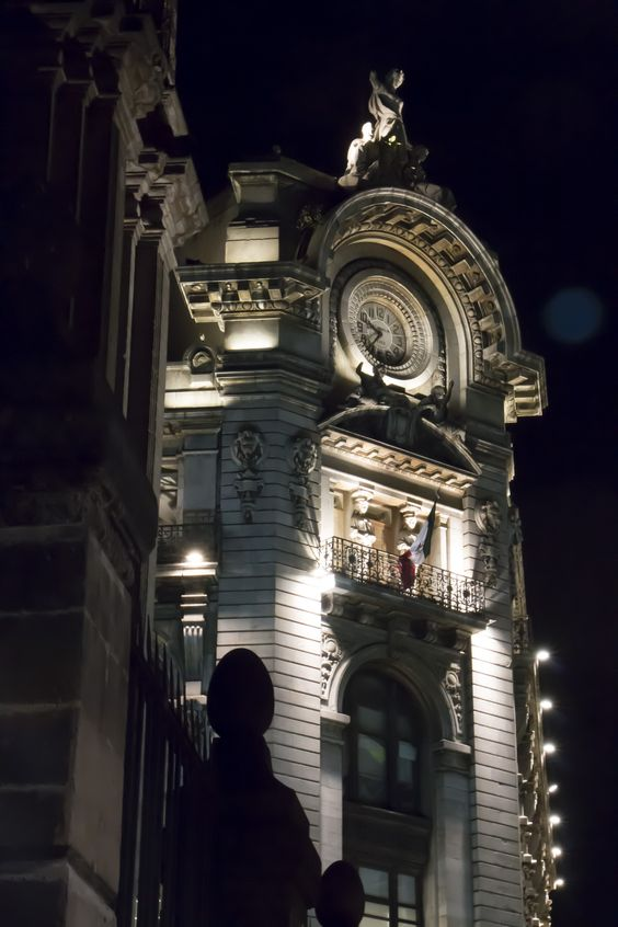 5th of May Avenue & Bolivar Avenue in Mexico City, Mexico.