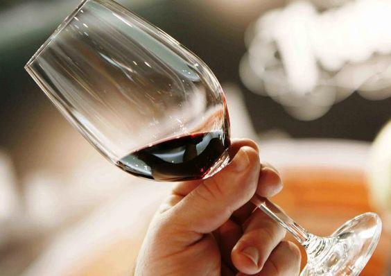 El consumo global de vino aumentará un 5,3 % entre 2012 y 2016, según un estudio http://www.vinetur.com/2013011511112/el-consumo-global-de-vino-aumentara-un-53-entre-2012-y-2016-segun-un-estudio.html