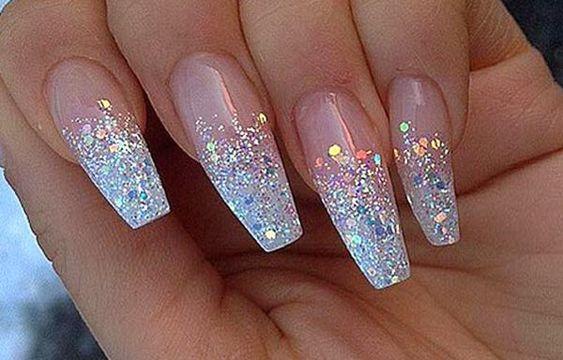 Diseños de uñas con escarchas, Diseño de uñas acrilicas con escarcha acrilicas.  Únete al CLUB, síguenos! #uñasdemoda #nailsdesign #uñasdemoda