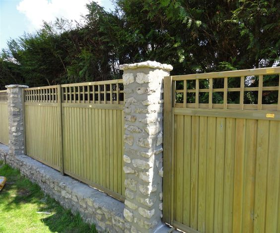 Tongue And Groove Fence Panels With Standard Trellis