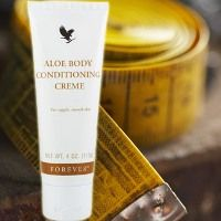 Aloe Body Conditioning Creme - The non-greasy conditioner / massage cream helps reduce the appearance of cellulite and stimulates circulation beneath the skin, which can help break up trapped fluid and fatty tissue. It can be used as a maintenance cream between body wraps.