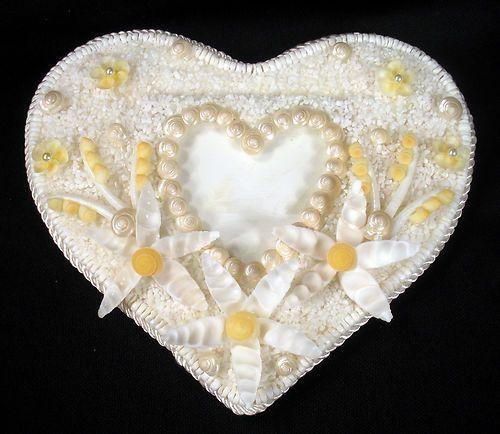 Seashell art shell mosaic 7 1 4 heart photo frame for Seashell mosaic art