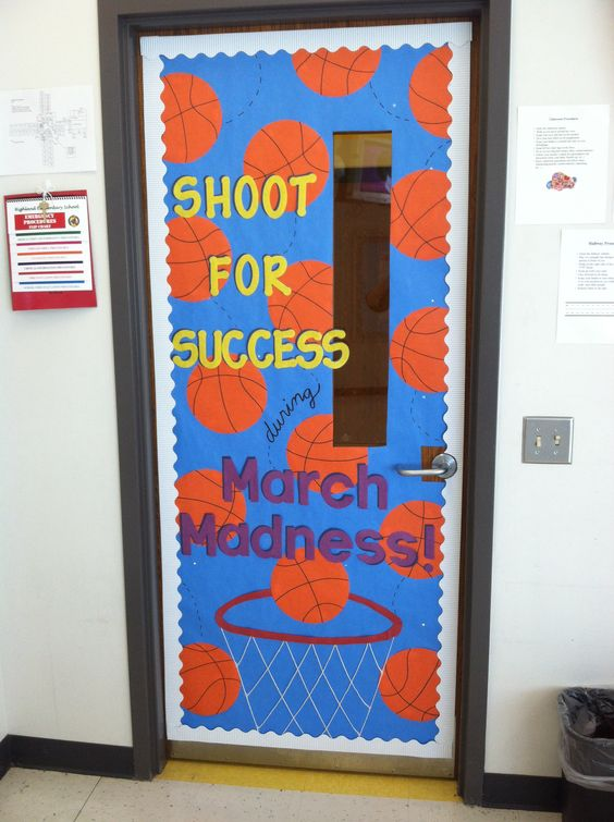 March-Bulletin Board-March Madness themed classroom door ... sports theme @katherinespahr1 this is beyond adorable! this should be on your classroom door ;) i think Forest would appreciate that! :))
