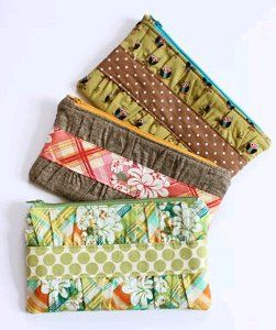 This free sewing pattern is a new take on the traditional clutch--it features gathered details and an interior pocket - pinned by pinterest.com/dawncrescimone