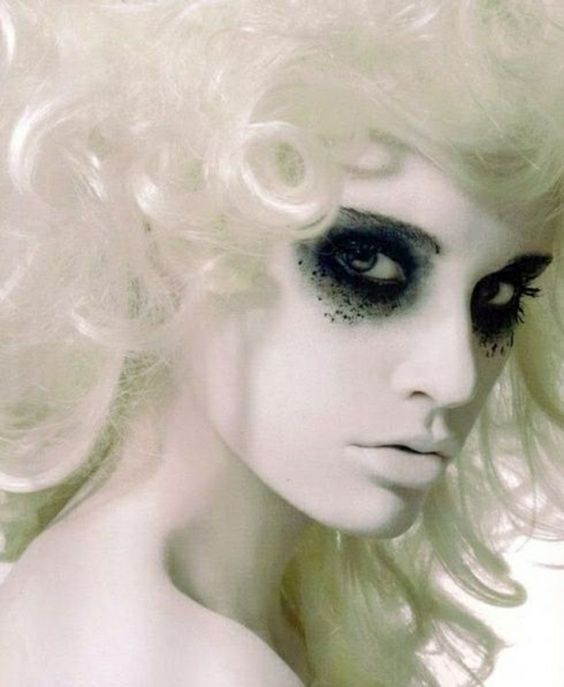 coole halloween schminken party make up Smokey Eyes