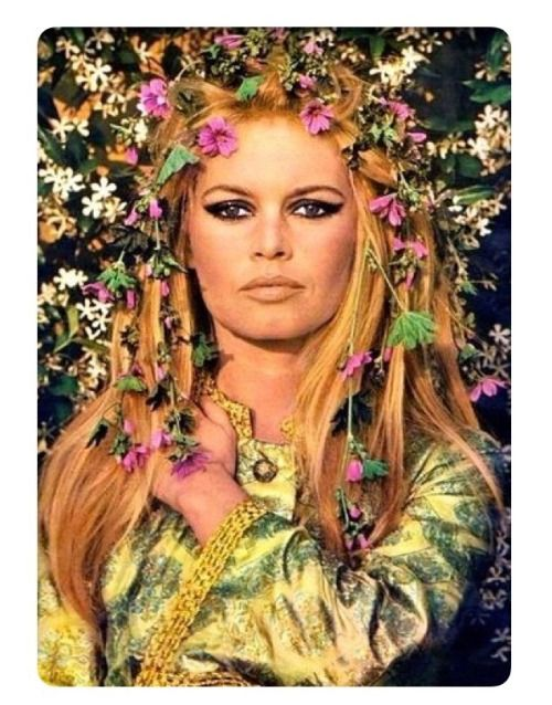 Brigitte Bardot 1967 Flower Power Brigitte Bardot Bardot Brigitte