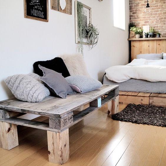 海外で流行のパレットDIYは、現在日本でも流行しつつあります。パレットは元々運搬に使われているものなので頑丈に作られているので、耐久性が欲しい家具のDIYには打ってつけの素材なのです。インターネットで中古なら数百円程、新品でも数千円程で購入できる木製パレットのDIY活用術を15選ご紹介します。