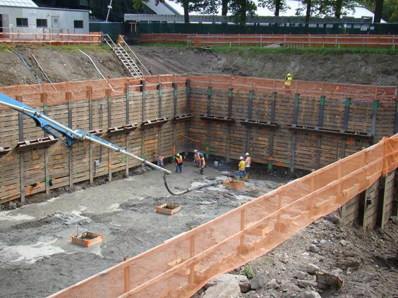 Temporary Walls Construction : Sheeting temporary wall of wood steel or precast