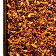 This Grain-Free Granola recipe is easy to make, full of great flavor, and it's naturally completely gluten- and grain-free (and can also be made vegan).   gimmesomeoven.com