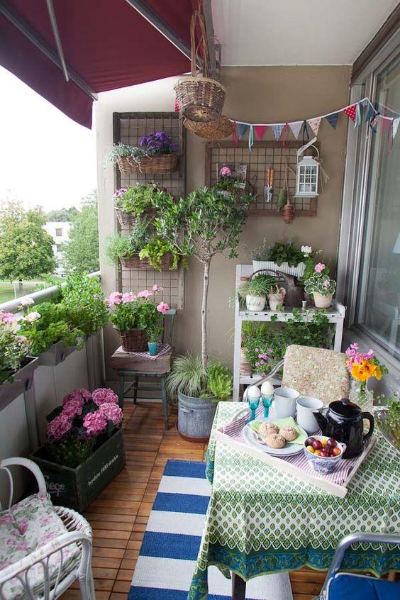 Gemütliche Balkongstaltung - Balkondeko - Garten auf dem Balkon