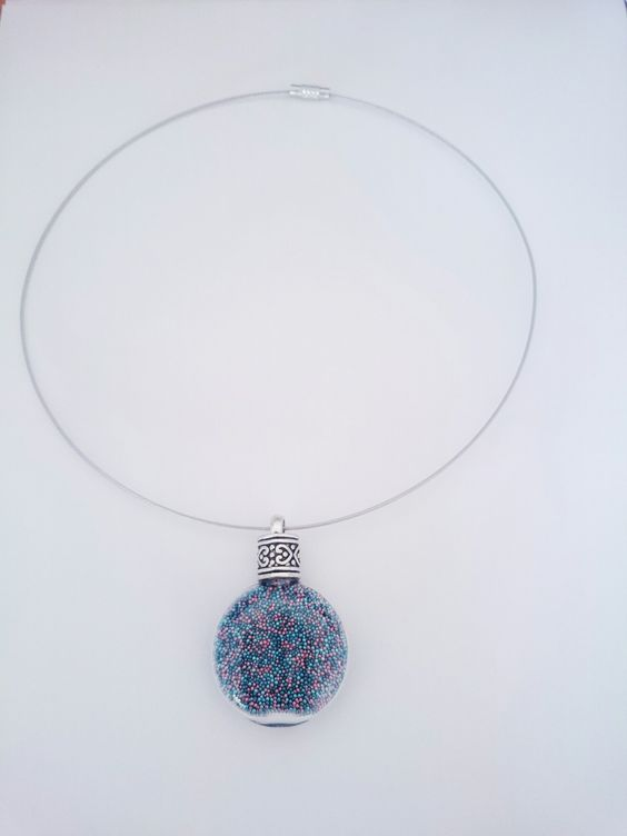 Collier en verre et micro billes bleu canard, bleu turquoise et vieux rose