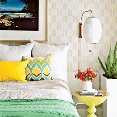 Completely obsessed with this coastal style room, particular the colors and that bedspread!