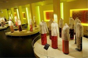 Trang phục đa dạng của người phụ nữ Parnakan