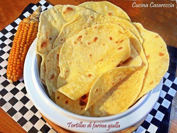 Tortillas di farina gialla ricetta facile veloce e ideale anche per gli intolleranti al glutine da offrire in occasione di pasti a tema Tex-Mex o altro