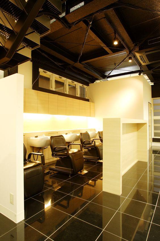 Beauty salon interior shampoo room half wall for Interior half wall designs