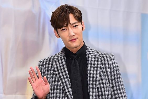 "Choi Jin Hyuk Gets Injured On Set Of ""The Last Empress"" + Agency Shares Update On His Status"
