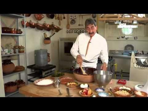 Tu cocina yuri de gortari chiles en nogada platillo for Canal cocina mexicana