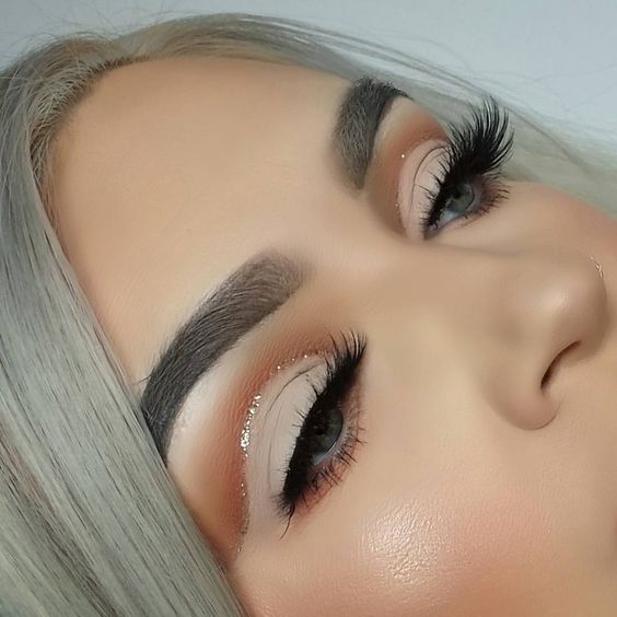 Love the eyeshadow and sparkles and the dark brow along with her gorgeous long false lashes