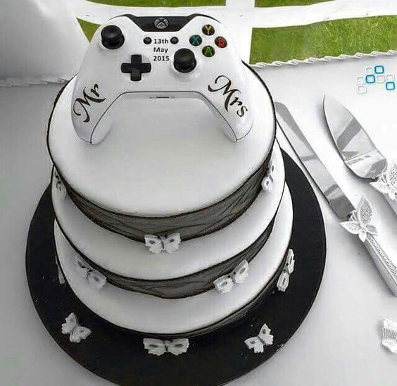 Video Game Wedding Ideas: Gamer Wedding Cake